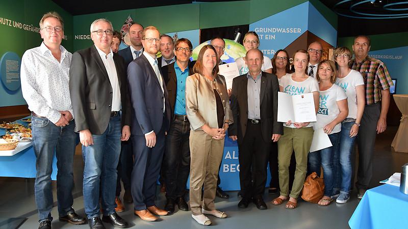 Umweltministerin Ulrike Höfken mit Pirmin Spiegel und den Umweltpreisträgern 2018.